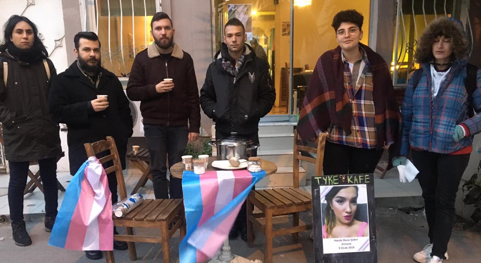 Arkadaşları ve Genç LGBTİ+, Hande Şeker için çorba dağıttı Kaos GL - LGBTİ+ Haber Portalı